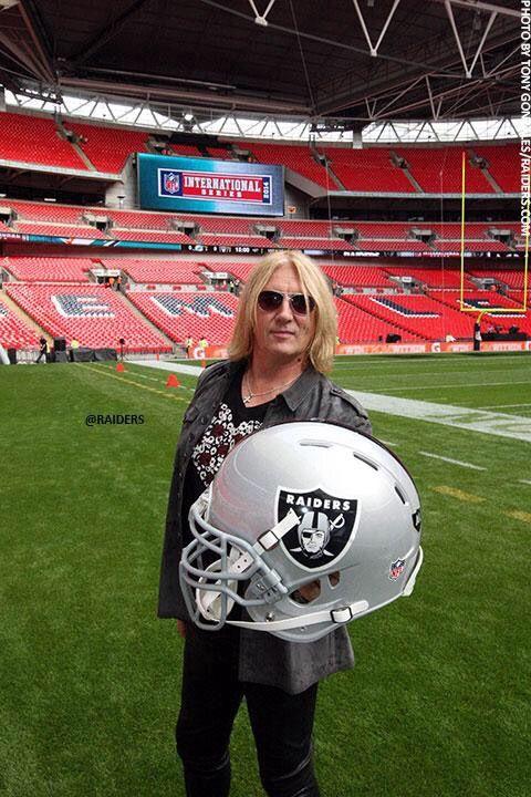 NFL London Pre Game Insights: Joe Elliott Rocking ICJUK