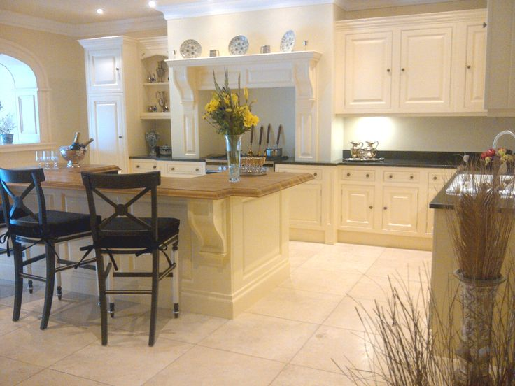 Ex display clive christian painted kitchen for sale at for Robert clive kitchen designs