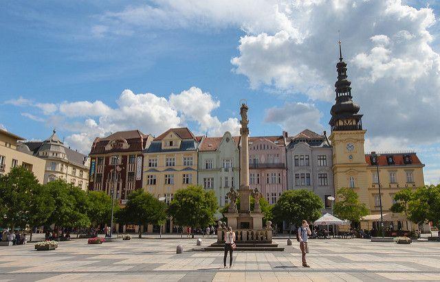 Ostrava è dopo Praga e Cesky Krumlov una delle città più belle della Repubblica Ceca. Ostrava è una di quelle mete che definisco versatili, perché piace a diversi tipi di viaggiatori: a chi ama la storia medievale, a chi adora esplorare luoghi di archeologia industrale e a chi è sempre a caccia di movida notturna.