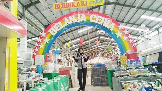 Cat Diskon Hingga 70 Persen, Berdikari Expo Banjir Promo