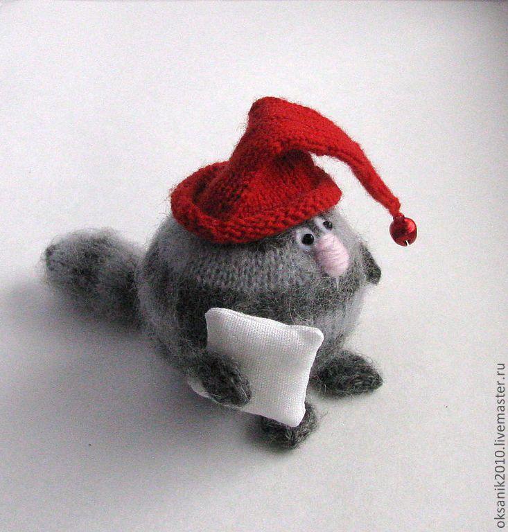 Купить Кошарик с подушкой - вязаная игрушка, игрушка кот, кот, коты, оригинальный подарок