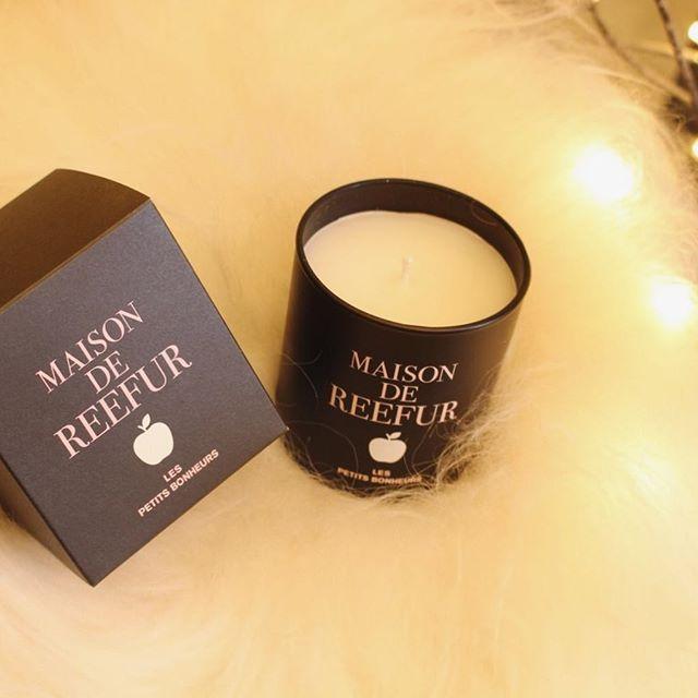 maisondereefur_kiosque:. 【MAISON DE REEFUR KIOSQUE Holiday Collection】 . アップルマークとロゴを施したこちらのキャンドルは 冬にぴったりな温かみを感じる香りに仕上げました! キャンドルと同デザインの箱入りなので、プレゼントとしてもおすすめ◎ . Apple Candle 5,000yen(+tax) . #maisondereefur #reefur#reefurweb#maisondereefurkiosque #代官山#池袋#パルコ#名古屋#ゲートタワー#博多#アミュプラザ#holiday#collection#ホリデーコレクション#2017#aw#クリスマス#Christmas#present#candles#キャンドル#gift#ギフト#プレゼント 2017/12/17 21:50:06