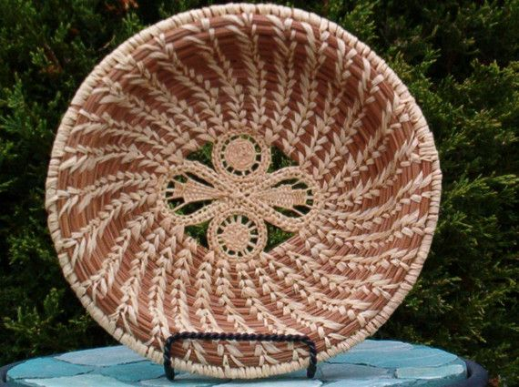 Pine needle basket with figure 8 centerPineneedle Weaving, Beautiful Pine, Pineneedle Baskets, Baskets Beautiful, Coil Baskets, Baskets Art, Pine Needle Baskets Weaving, Pinestraw Baskets, Beautiful Basketry