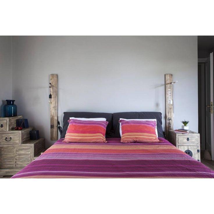 Απλίκα τοίχου από ξύλο παλέτας ζωγραφισμένη στο χέρι.  Φυσικό ξύλο επεξεργασμένο στο χέρι. Καλώδιο υφασμάτινο σε χρώμα για μοναδικό design στο φωτιστικό σας.  Ζητήστε μας το χρώμα καλωδίο που θέλετε.   - See more at…