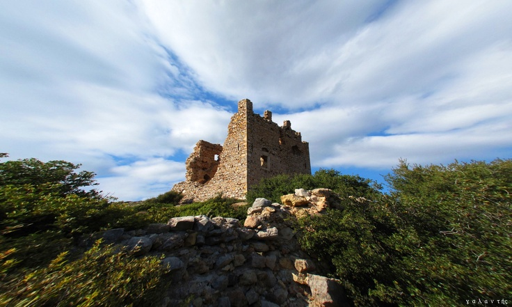 Τα Δότια είναι ένας μεγάλος κάμπος του χωριού και απέχει γύρω στα 10 χιλ. από το Πυργί με ναό του Αγ. Γεωργίου. Κοντά στο ναό σώζεται πύργος τετραγωνικός του οποίου οι πλευρές συγκλίνουν μέχρι 1/5 του ολικού ύψους του και μετά ανεβαίνουν κατακόρυφα. Με δεδομένη την ομοιότητα του πύργου με τον αντίστοιχο του χωριού Πυργί,τόσο ως προς τη δομή όσο και ως προς τα λοιπά μορφικά στοιχεία, θα μπορούσε να γίνει αποδεκτή μια χρονολόγηση στο β΄μισό του 14ου αιώνα και να θεωρηθεί γενοβέζικο κτίσμα.