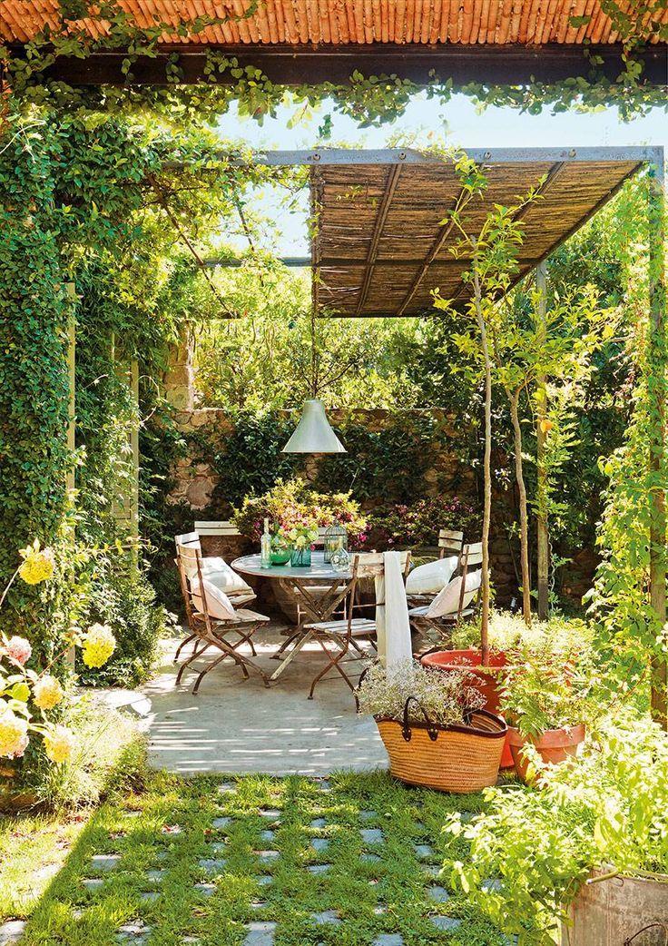 Un comedor de verano a sol y sombra – #comedor #de #Ideasdejardinería #Jardiner…