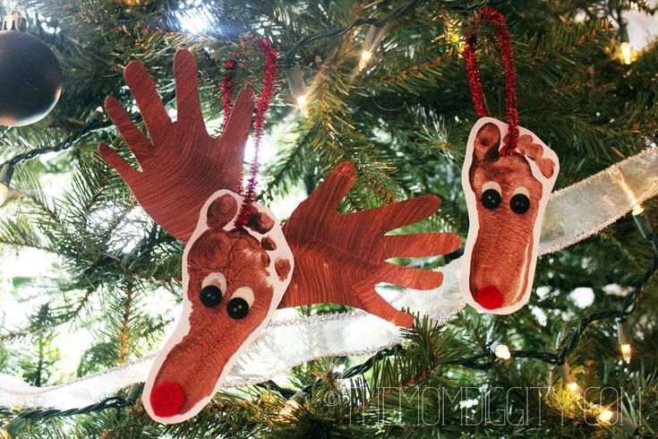 A Simple Christmas Craft for Toddlers: Reindeer Ornaments!