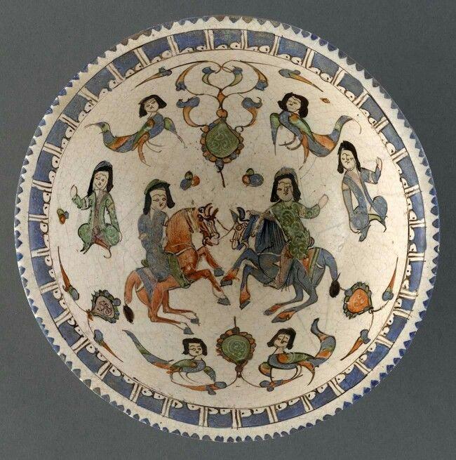 12-13.yy. Türk Selçuklu Tabak. Gök At ve Al At. Atların kuyrukları Türk usulü düğümlü. İnsan başlı Harpy'ler ya da Hüma Kuşları.