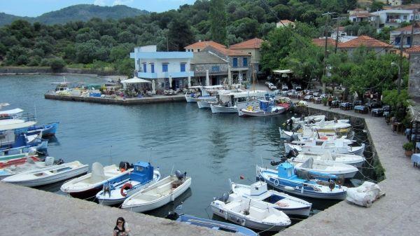 Small port of Skala Sykaminias