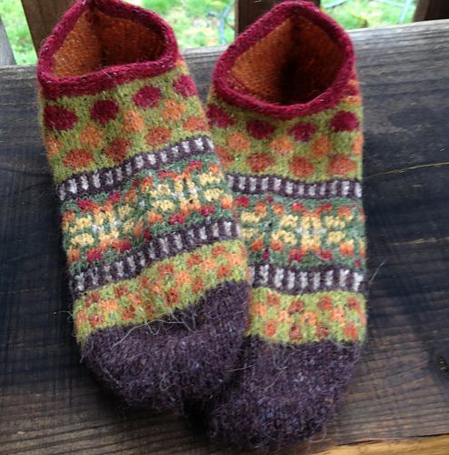 Ravelry: lillebei's Baffies for Saran