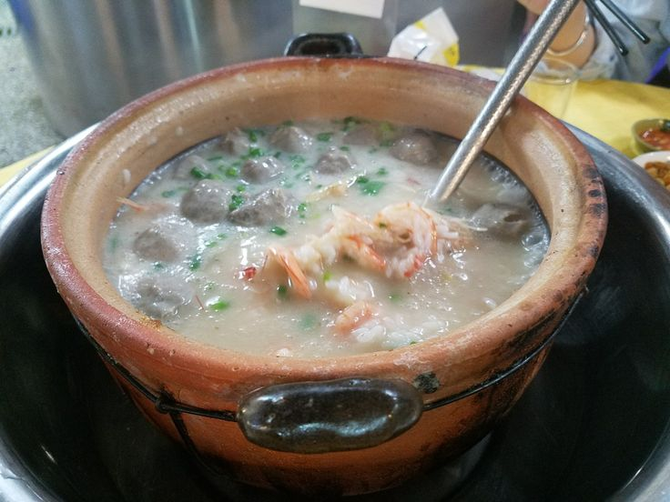Pot of congee with prawns & meat balls