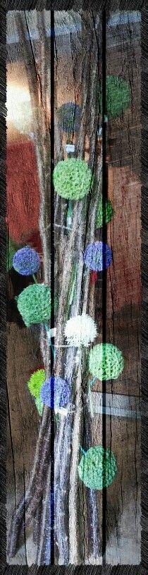 Kunstblumenarrangement mit Allium