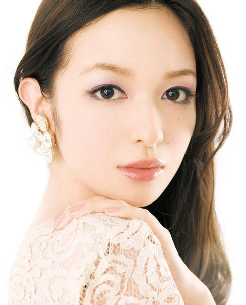 """今、""""なりたい顔No.1""""と称される森絵梨佳さん。ナチュラルなのに可愛い、ナチュラルなのに綺麗、そんな魅力が彼女にはあります。森絵梨佳さんの""""ナチュラルキレイメイク""""を真似しちゃいましょう!"""