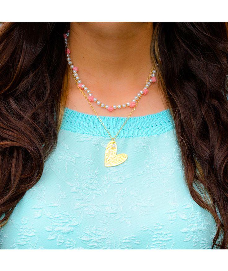 Corazón Rosas Perlas - Collar romántico, cadena, corazón y herrajes en baño de oro, perlas y rosas en resina. $32.000 COP. Cómpralo aquí--> https://www.dekosas.com/productos/dulce-encanto-accesorios-para-mujer-collar-corazon-rosas-perlas-detalle