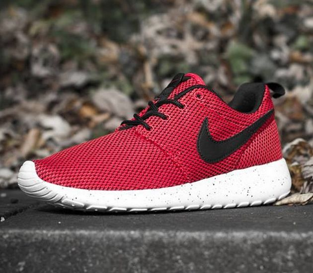 roshe run red black
