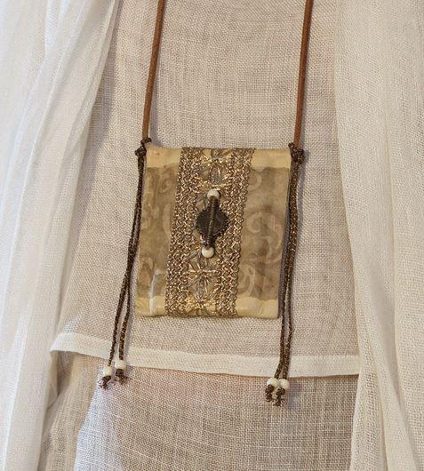 Collar largo colgante con perlas étnicos de África en cordón de cuero                                                                                                                                                     Más