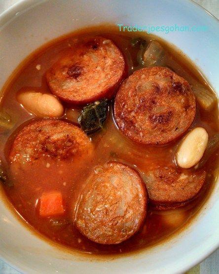 Kale and White Bean Soup With Spicy Sausage 簡単 ケールと豆とアンドゥィユソーセージのスープ Trader Joe's Smoked Andouille Sausage 12oz/340g $3.99 トレーダージョーズ アンドゥイユソーセージ