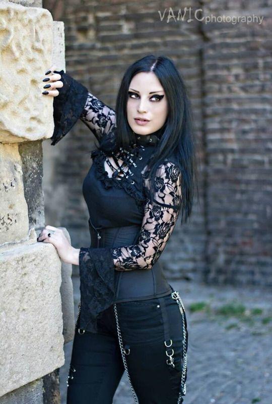 Kali Noir Diamond | Style! | Gothik-Frauen, Satinkleid, Gothic