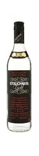 #wine #spirits #vodka Stolichnaya Gold é produzida de acordo com a receita original russa, feita com o melhor grão e a mais pura água.O aroma é rico, com subtis notas a pimenta e manteiga, dando a sensação de grande profundidade.Na boca é encorpada, com as especiarias a fazer um fim longo com pimenta preta e notas a ginga.