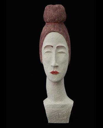 PIEZA ÚNICA  Pieza cerámica contemporánea de 37 x 10 cm.  Figura de terracota realizada en arcilla roja, cocida a 1.000 ºC y con los detalles pintados con barbotinas. 400€