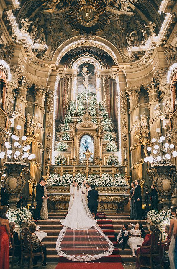 Casamento clássico Rio de Janeiro - Igreja São Francisco de Paula - altar de decorado de flores - branco e verde ( Foto: Renata Xavier )