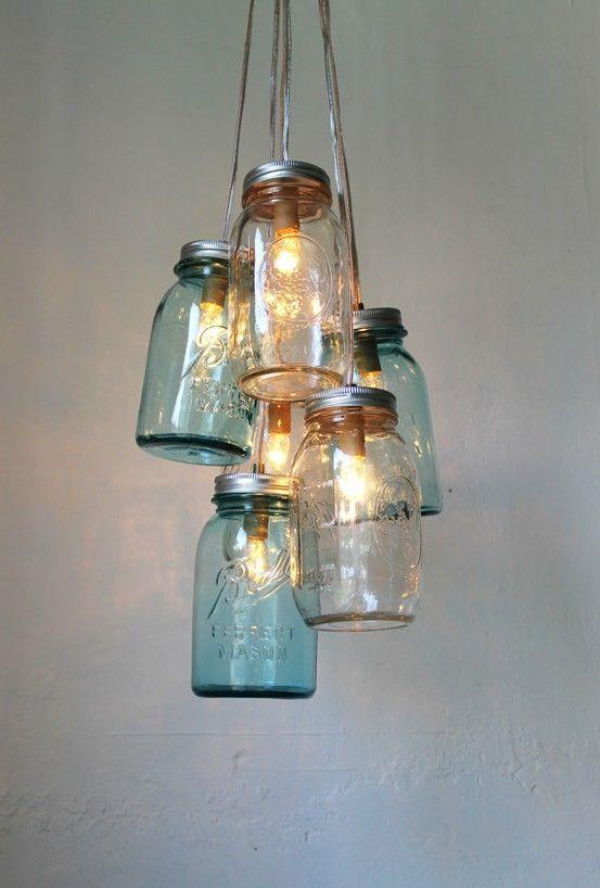 Mason Jar Lighting Chandelier Blue and Clear Glass Un linda idea para hacer iluminacion rustica en tu casa