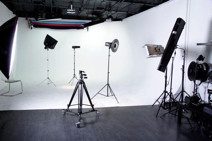 BRAIN PRO Video Production Studio - White Cyclorama - Lightning \ Оборудование: Свет, Камера, Мотор!