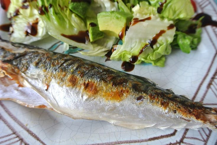 超簡単で絶対失敗しない! フライパンでパリッとおいしい焼き魚を焼く方法…〇〇を使うのだ!! | Pouch[ポーチ]