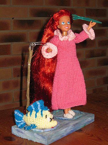 Ariel la petite sirène dans sa chemise de nuit tuto : http://tricotdamandine.over-blog.com/tag/princes%20et%20princesses%20disney/