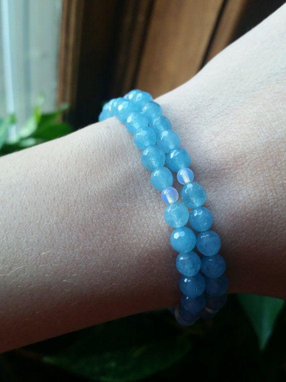 Opalite y cuarzo azul Wrap Pulsera por WildHeartWhimsicals en Etsy