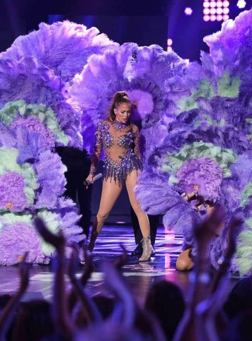 During the series finale of American Idol Jennifer Lopez performed her newest single 'I Ain't Your Mama.' In case you missed her sexy performance, watch it here!  #Jlo #JenniferLopez #AmericanIdol #Latino #Celebrity