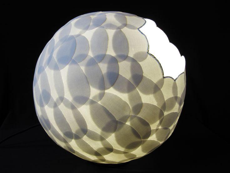 Wied en Diederik Heyning. Sphere, porcelain. Bolvolmige lamp van translucide porselein