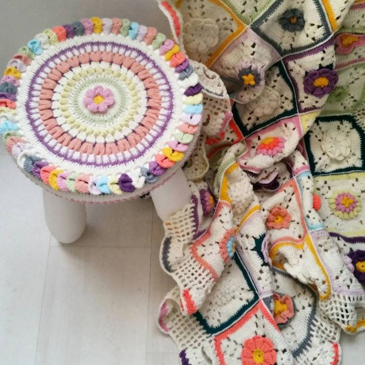 Crochet stool cover & babyblanket