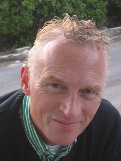 Cor Molenaar is retailspecialist. Na het behalen van zijn masterdiploma Organisatiekunde begint hij met zijn promotieonderzoek naar toepassingsmogelijkheden van informatietechnologie in marketing. In 1999 wordt Molenaar benoemd tot hoogleraar bij de vakgroep Bedrijfskunde aan de Erasmus Universiteit van Rotterdam.