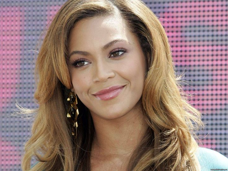 Скачать обои в разрешении 1600x1200 улыбка, Бейонсе, красавица, Beyonce Knowles, Звезда и красавица Бейонсе нежно улыбается, Девушки пикс.