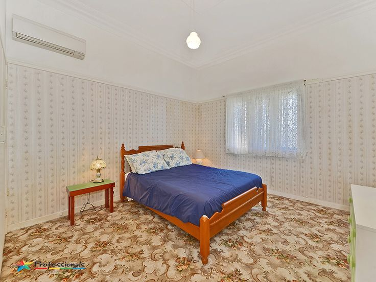 """Huge """"Old Style"""" bedroom with Air-cond and built ins."""