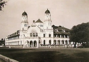 lawang sewu (1000 doors) - semarang - indonesia. . The architects was Jacob Klinkhamer and BJ Queendag,  built in 1904 and completed in 1907