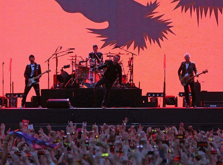 Ce mardi 25 juillet, U2 donnait un concert au Stade de France à l'occasion du 30ème anniversaire de l'album The Joshua Tree. Bono a profité de l'événement pour faire une surprise à son public en invitant la grande Patti Smith à le rejoindre sur scène.