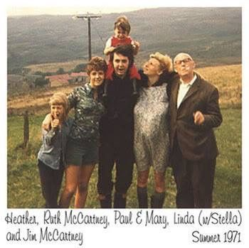Paul McCartney with his daughter Heather and Mary, his sister Ruth, his wife Linda and his dad Jim.