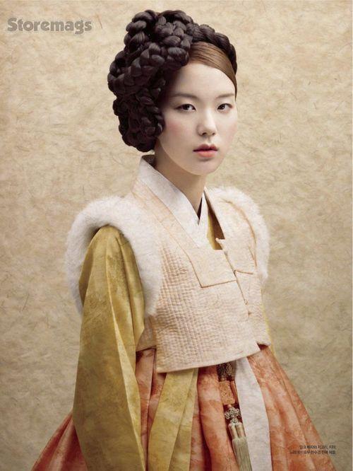 Lee Geum Young, Lee Seung Mi, Jo Seong Min, Song Min Seo, Oh Eun Bin by Kim Tae Eun for Harper's Bazaar Korea Feb 2012. Gorgeoushanbok and braided headpiece!