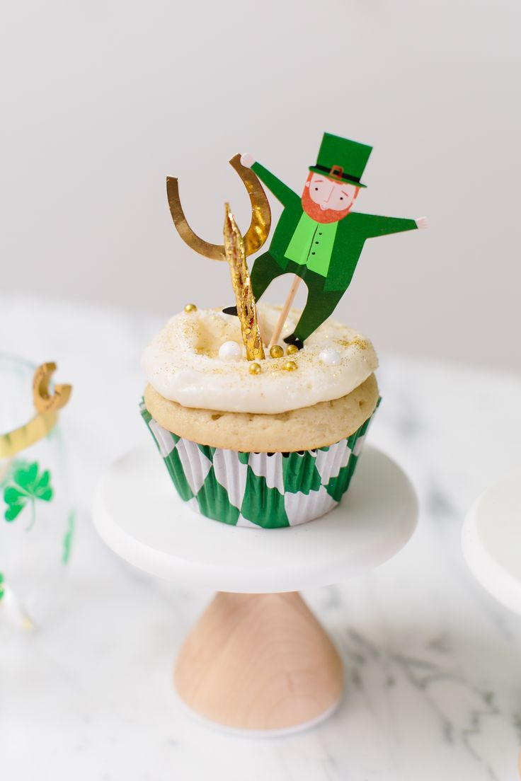 How to make april fools day chocolate bunny filled with veggies - St Patrick S Day Cupcake Kit