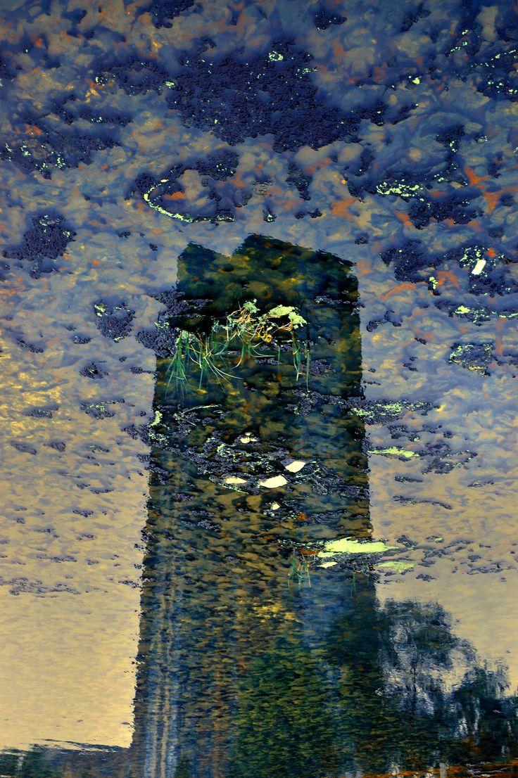 Tower: Urban Amber 2007  100x150cm, 60x90cm C-Print