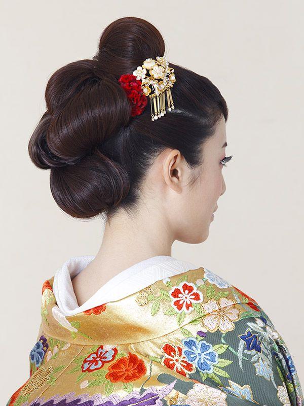 ゆるやかシニヨンをたくさん作って、女の子らしい雰囲気に♡ 色打掛に合うシニヨンヘア一覧。白無垢・色打掛を着る際の髪型の参考に☆