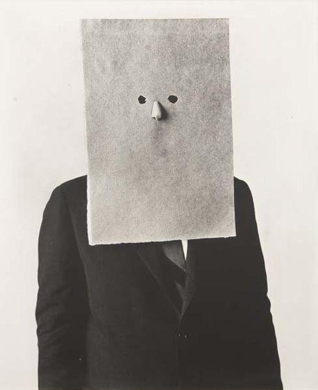 Saul Steinberg in Nose Mask 1966, Irving Penn. - Saul Steinberg, en la nariz de la máscara de 1966, Irving Penn.