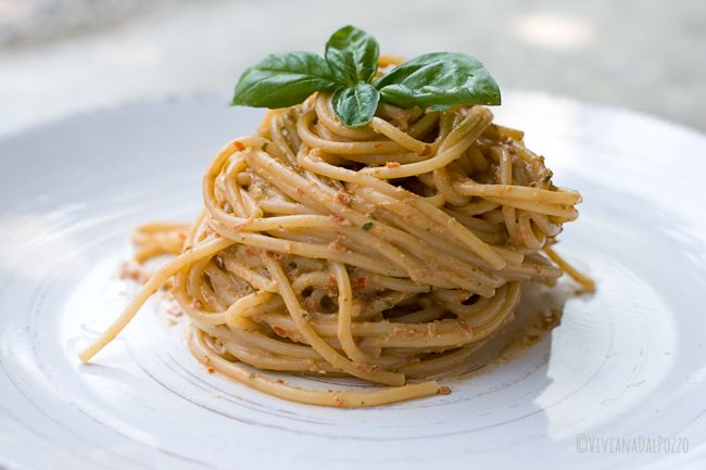 La ricetta di cui vi parlo oggi è il mio amato Pesto alla Siciliana. Questa