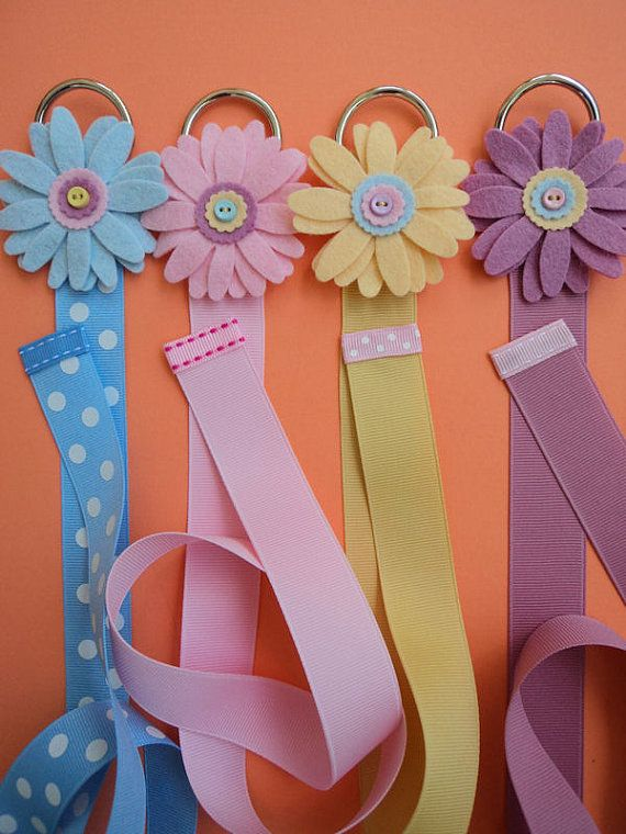 I could totally make this and hang them in K's closet for her bows