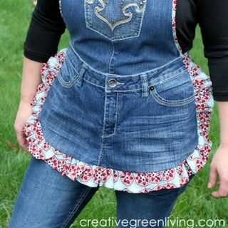 """This apron pattern has taken off like wild fire. I can't wait to teach you how to make it! If you consider yourself at least an """"adventurous beginner"""" with a sewing machine and can follow instructions, you can make this apron!"""
