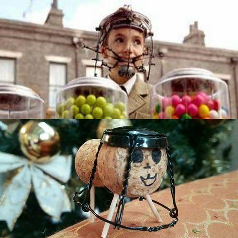 下が甥っ子が作ったコルクの人形。。。何かに似てると思ったら上のチャーリーとチョコレート工場のチャーリーが子供の時の顔とそっくり😁 #コルク人形#チャーリーとチョコレート工場#チャーリー#表情までそっくり#心が和む