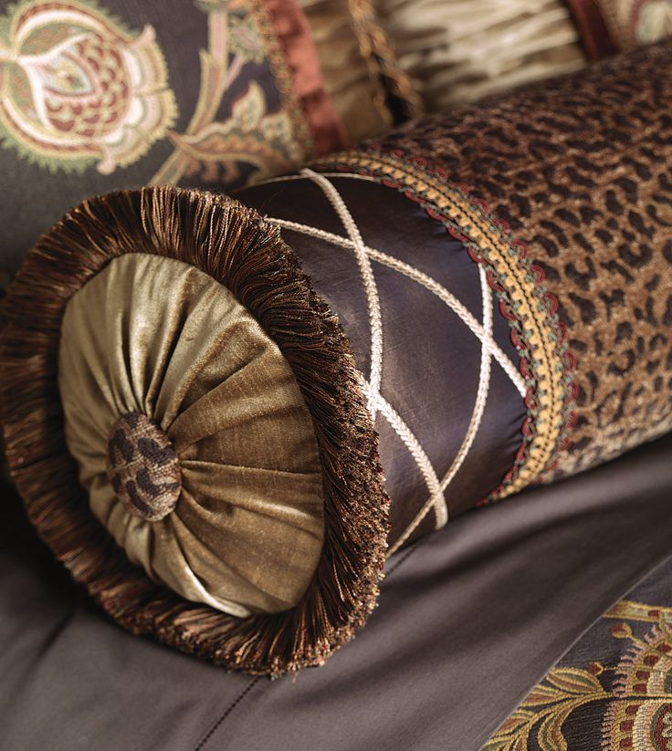 1000 ideas about decorative bed pillows on pinterest for Luxury decorative throw pillows