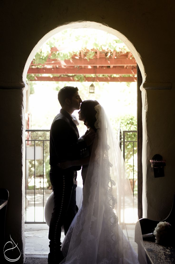 Charro wedding ~ love this pic and her beautiful veil !